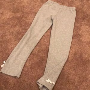 Grey leggings with detail on ankle